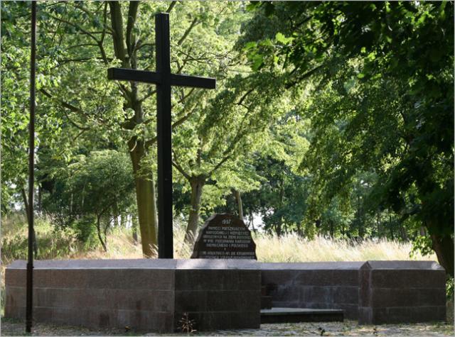 Krzyż na niemieckim cmentarzu w Rawiczu